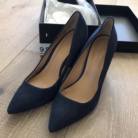 Banana Republic Shoes - Banana Republic Pointy Toe block heel pumps.